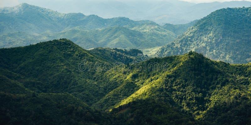 土坎线在北老挝 免版税库存照片