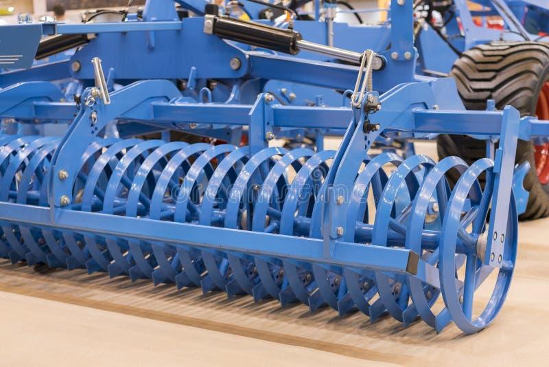 土壤耕作的农机 农机新的现代模型  新的农业设备 库存图片