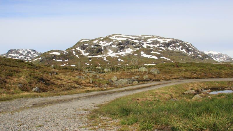 土方式和山风景 免版税库存图片