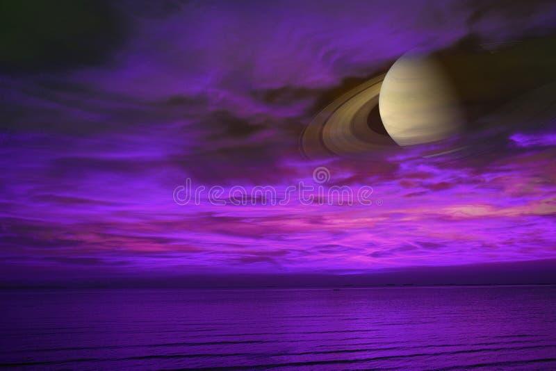 土星支持夜云彩在海,在E附近的概念土星的日落天空 免版税图库摄影