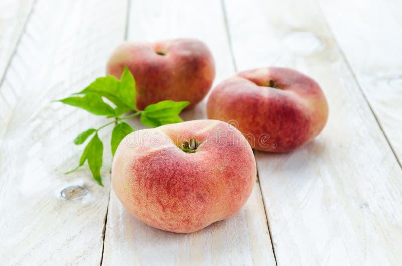 土星桃子或飞碟,多福饼,平的桃子 图库摄影