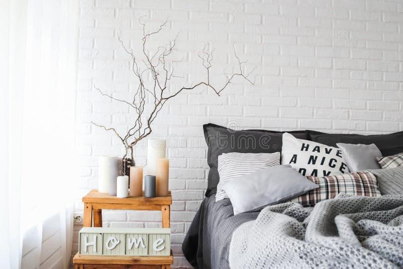 土气卧室内部装饰纺织品背景纹理 免版税库存图片