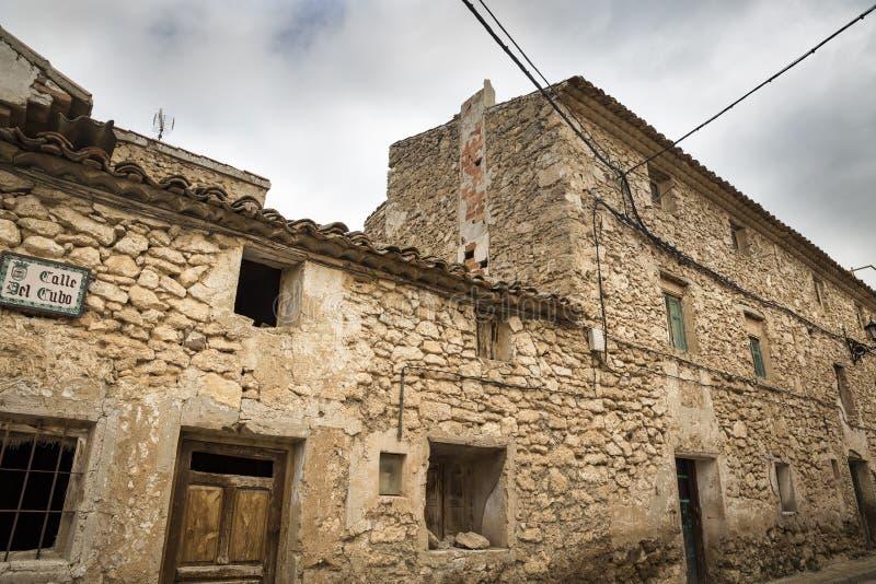 土气古老房子在丰特斯克拉拉斯镇,特鲁埃尔省,阿拉贡,西班牙省  免版税库存照片