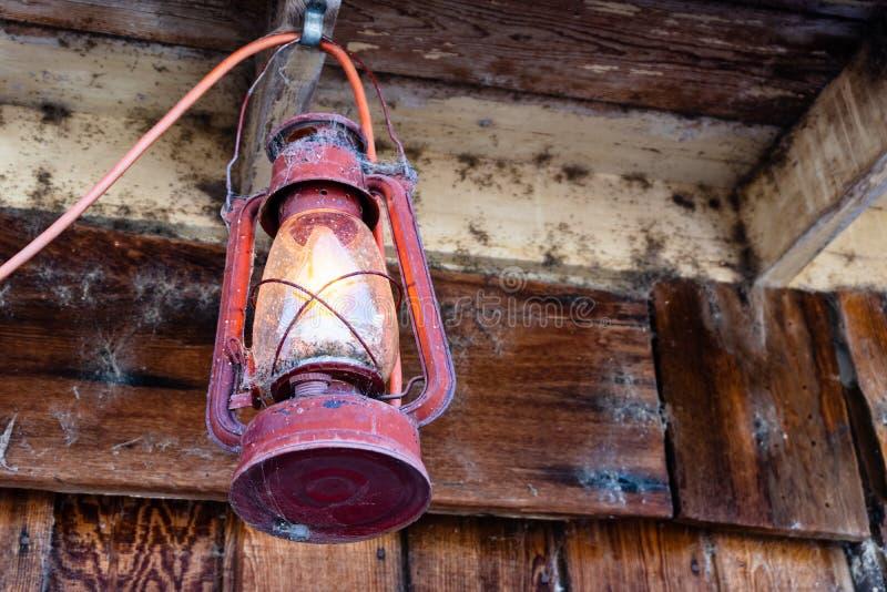 土气古色古香的西部开采的灯笼 免版税库存照片
