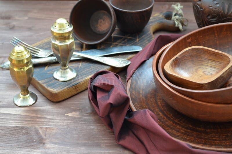 土气瓦器和家庭内部装饰 古色古香的陶器 免版税库存照片