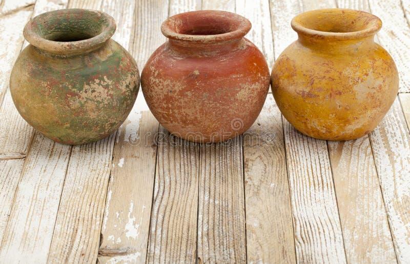 土气的泥罐 库存图片