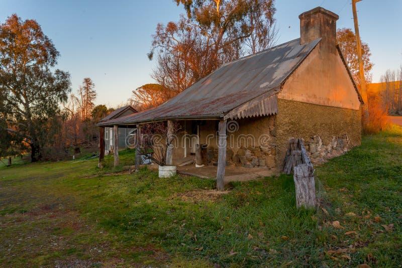 土气老Austalian石头农舍 免版税库存照片