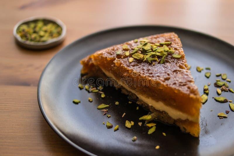 土耳其传统点心Ekmek Kadayifi/面包布丁 免版税库存图片