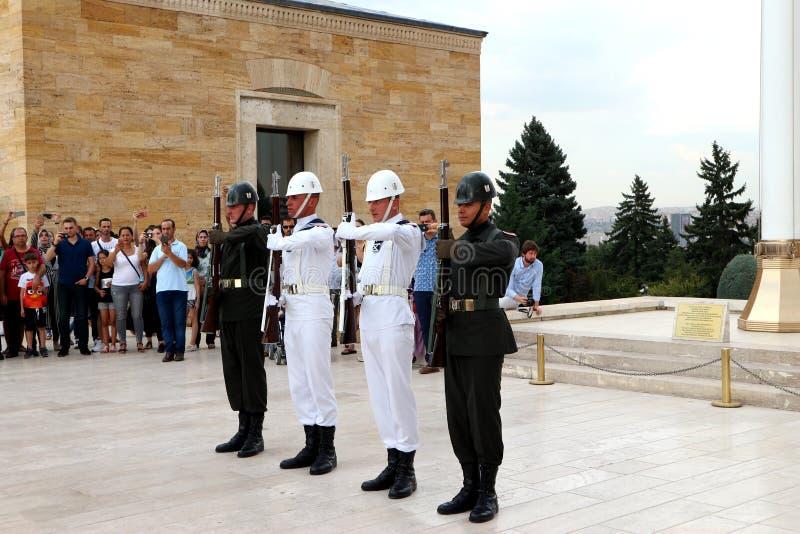 土耳其军队的战士的仪仗队在凯末尔阿塔图尔克博物馆 库存图片