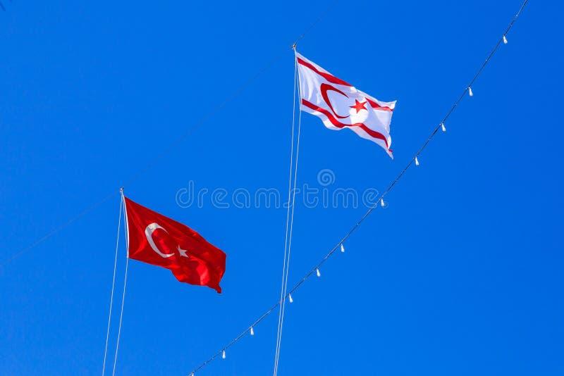 土耳其和北赛普勒斯土耳其共和国旗子  库存图片