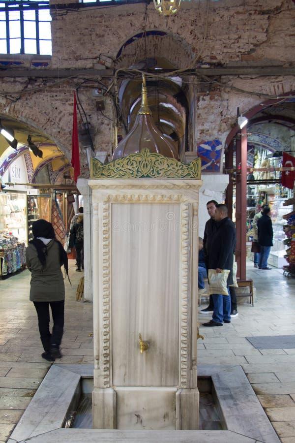 土耳其无背长椅样式古色古香的饮用水喷泉 库存图片