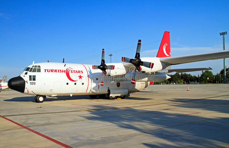 土耳其星支持航空器C-130 库存图片