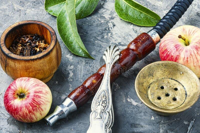 土耳其水烟筒用苹果烟草 免版税图库摄影