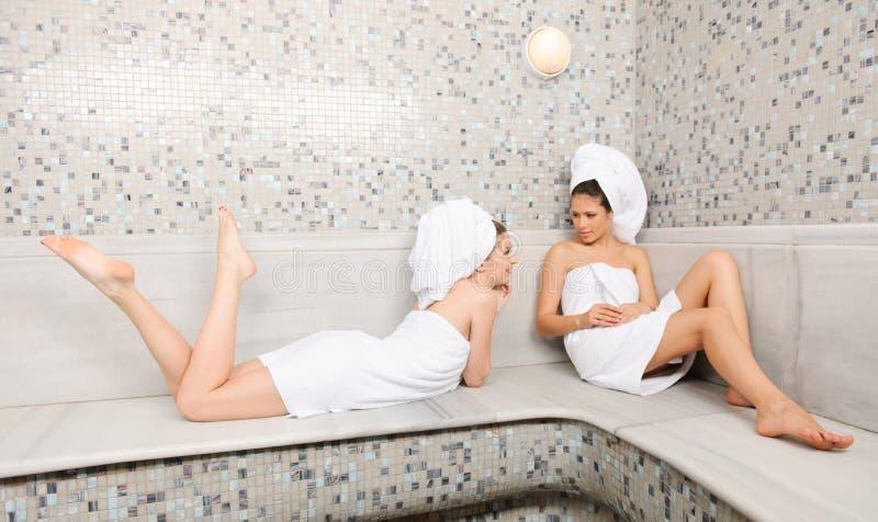 土耳其蒸汽浴的朋友 免版税图库摄影