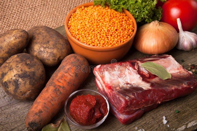 土耳其蔬菜汤的成份用红色小扁豆,说谎  库存照片