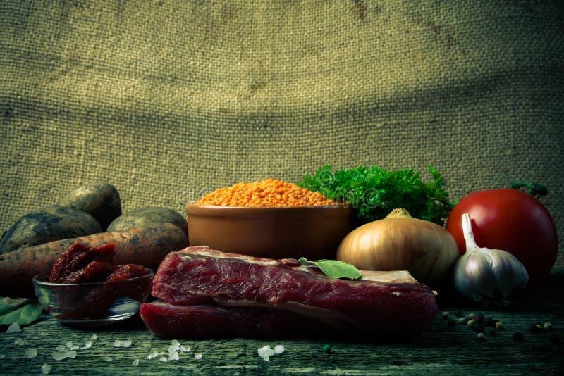 土耳其蔬菜汤的成份用红色小扁豆,说谎  免版税库存图片