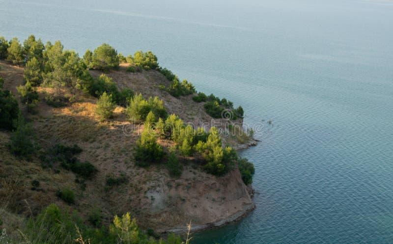 土耳其语,Adiyaman,6月26日,- 2019年:Gazihandede水坝、山和树好的视图 库存图片