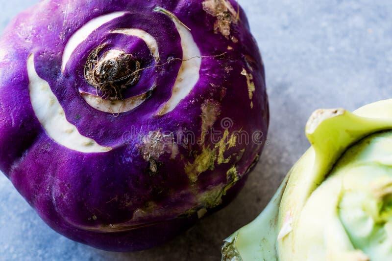 土耳其语Alabas Turp/有机新鲜的整个萝卜 库存图片