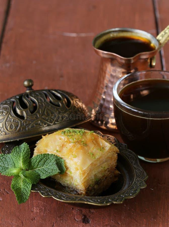 土耳其阿拉伯点心果仁蜜酥饼用蜂蜜和坚果 库存照片