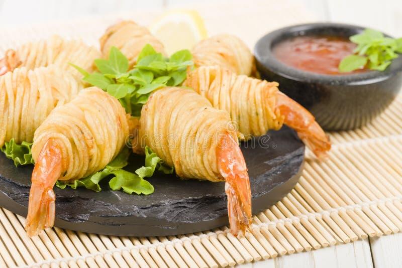 土豆串大虾 库存图片