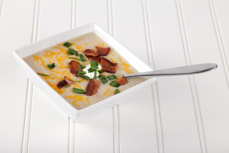 土豆在白色的韭葱汤 免版税库存照片