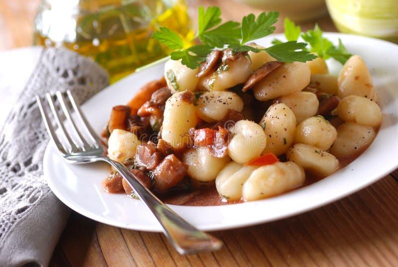 土豆尼奥基用蘑菇 库存照片