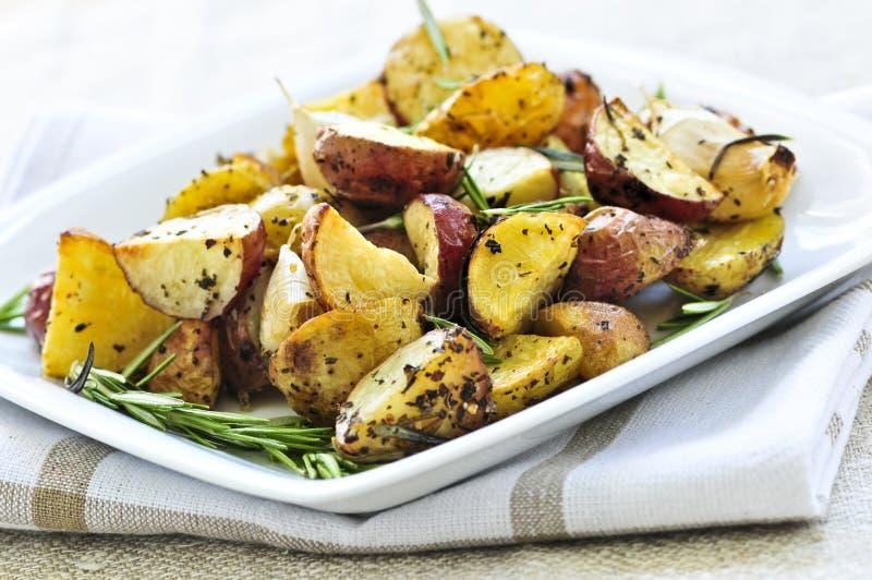 土豆烤了 库存图片