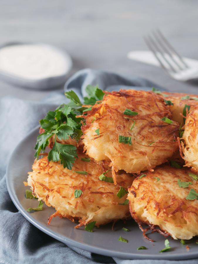 土豆薄烤饼 库存照片