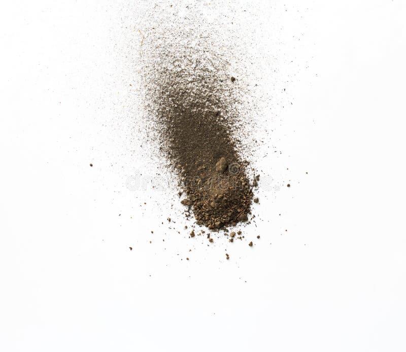 土,在白色背景隔绝的土壤堆 库存照片
