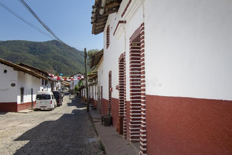 圣・萨巴斯蒂安del Oeste Cobblestoned街在哈利斯科州墨西哥 免版税库存照片