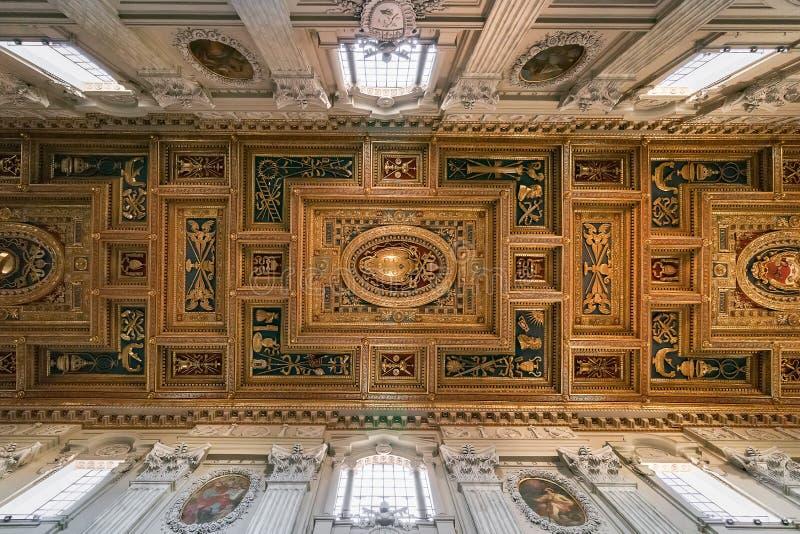 圣乔凡尼大教堂的天花板在罗马大教堂St的 库存图片