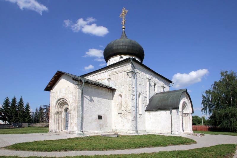 圣乔治大教堂—白色石大教堂在城市尤里耶夫-波利斯基,俄罗斯 免版税图库摄影