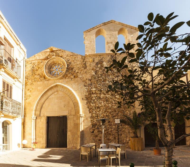 圣乔瓦尼巴蒂斯塔教会的看法, Ortigia 免版税库存照片