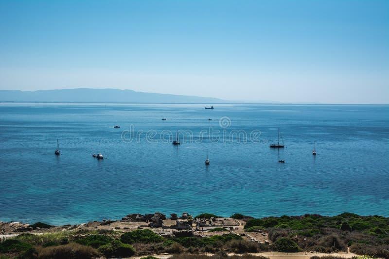 圣乔瓦尼di Sinis海岸线在一个晴天在撒丁岛 库存图片