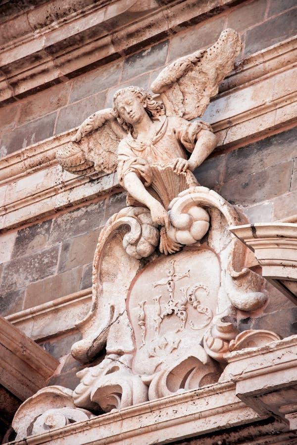 圣伊格纳罗天使教会的雕象在杜布罗夫尼克 免版税库存照片