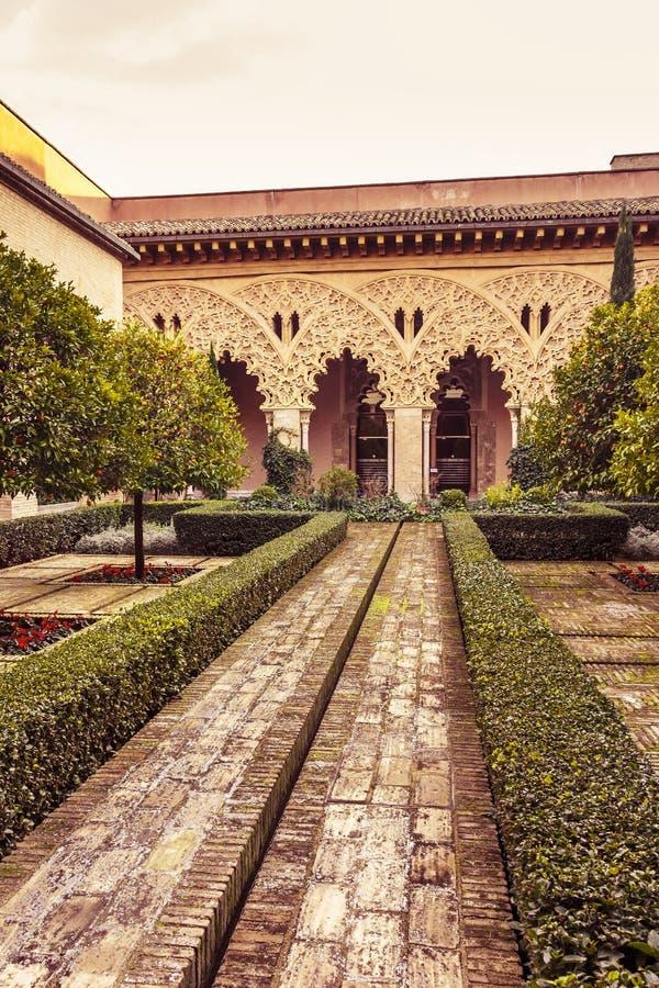 圣伊莎贝尔庭院Aljaferia宫殿的 免版税库存照片