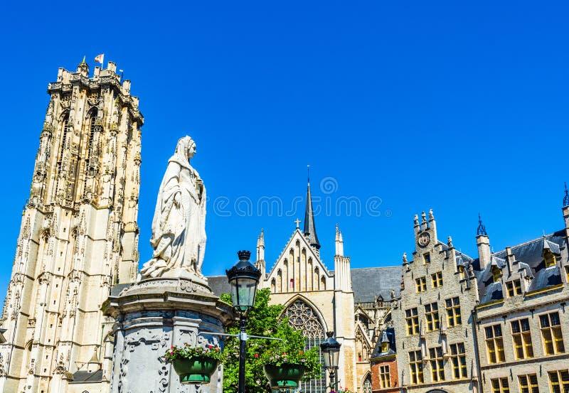 圣伦博尔德大教堂和奥地利玛格丽特大公爵雕像 库存图片