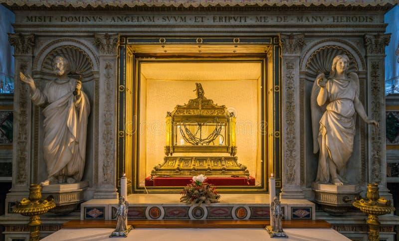 圣伯多禄链子,在圣彼得罗教会里在Vincoli在罗马,意大利 图库摄影