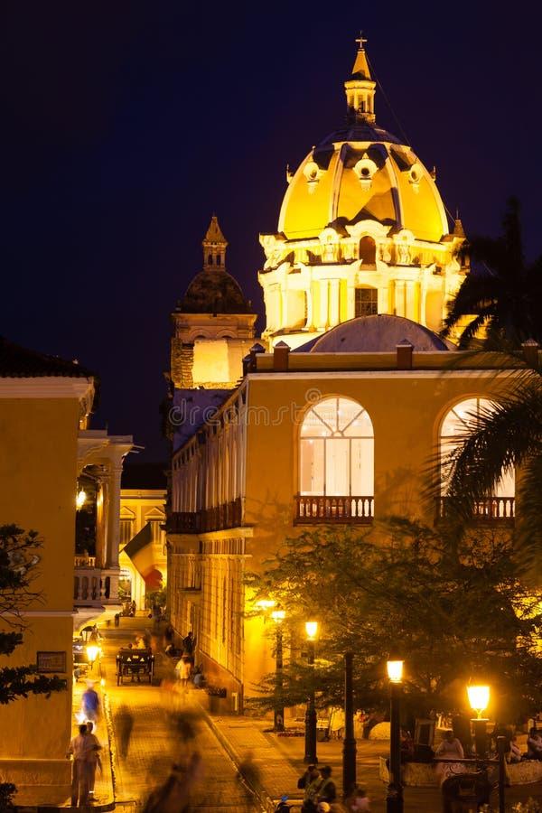 圣佩德罗火山克拉弗圆顶教会在晚上 库存图片