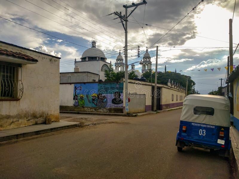 圣佩德罗火山Apostal,瓦哈卡街道在墨西哥 免版税库存图片