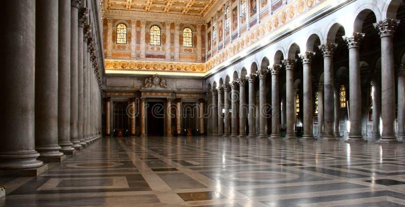 圣保罗在墙壁外,罗马罗马教皇的大教堂内部  库存图片