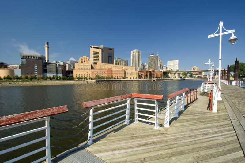 圣保罗地平线形式哈丽海岛小游艇船坞,圣保罗,明尼苏达,美国 免版税库存图片