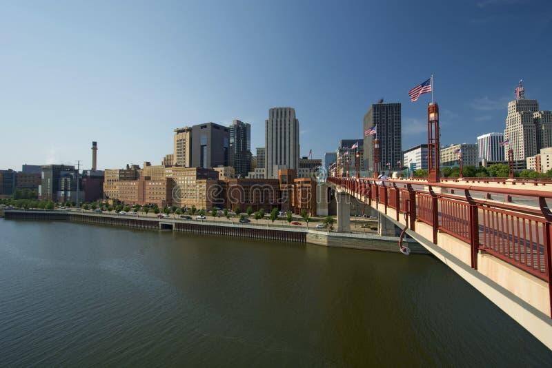 圣保罗地平线, Wabasha街自由桥梁,圣保罗,明尼苏达 免版税库存照片