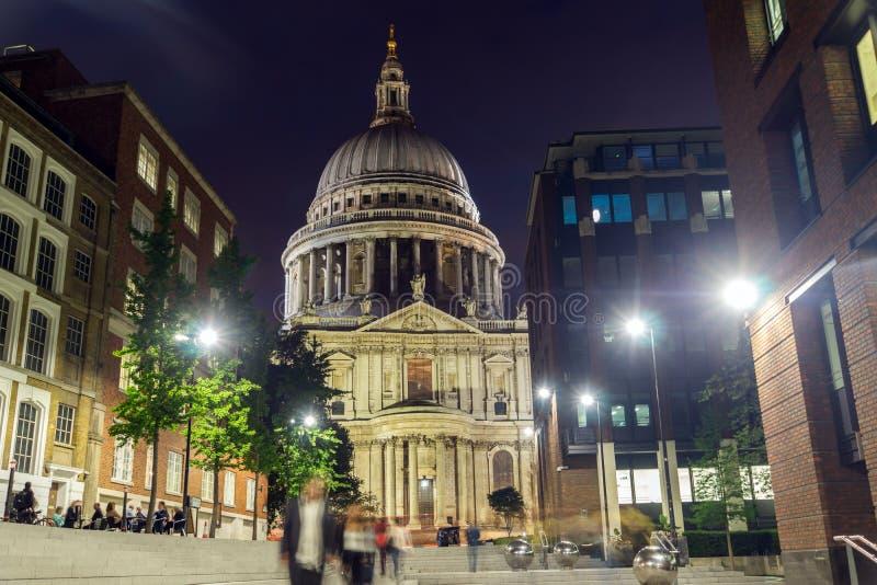 圣保罗大教堂日落视图在伦敦,英国 库存图片
