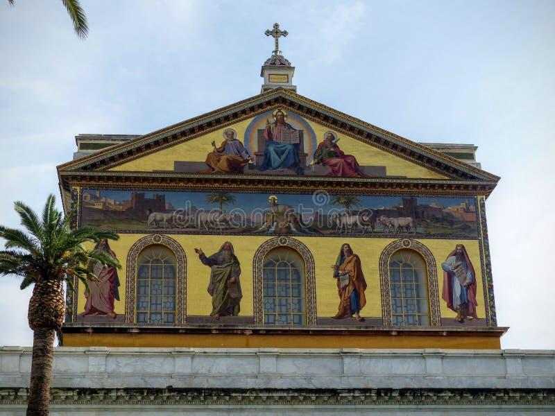 圣保罗大教堂的色的肢在墙壁外在罗马,意大利 免版税库存照片