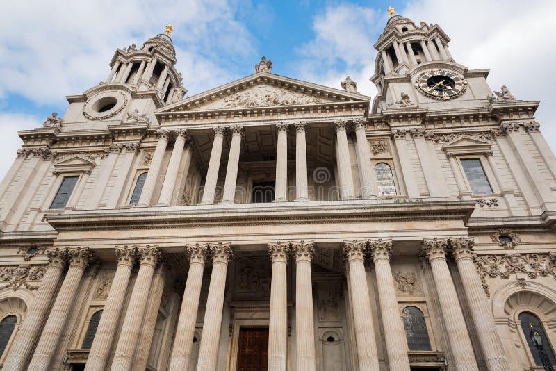 圣保罗的大教堂伦敦前面门面  免版税图库摄影