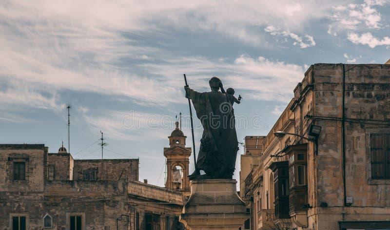 圣保罗雕象在从后面的拉巴特,马耳他 免版税图库摄影