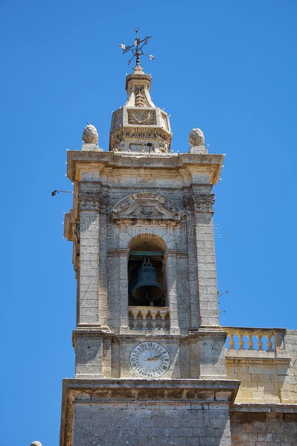 圣保罗,拉巴特,马耳他牧师会主持的教堂的钟楼  免版税库存图片