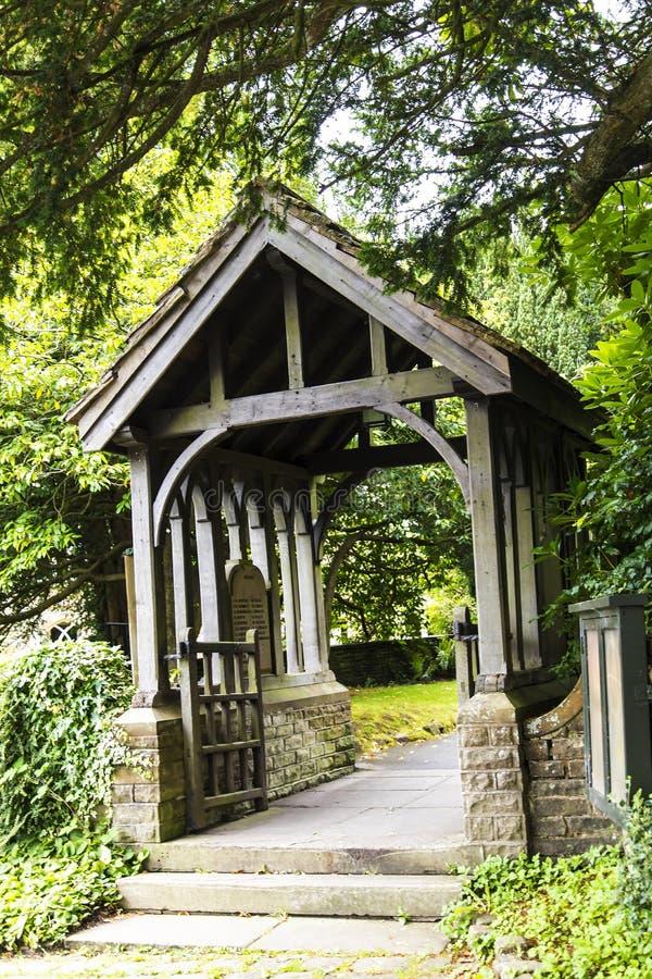 圣克里斯托弗` s教会Lychgate在Pott Shrigley,彻斯特,英国小村庄  图库摄影