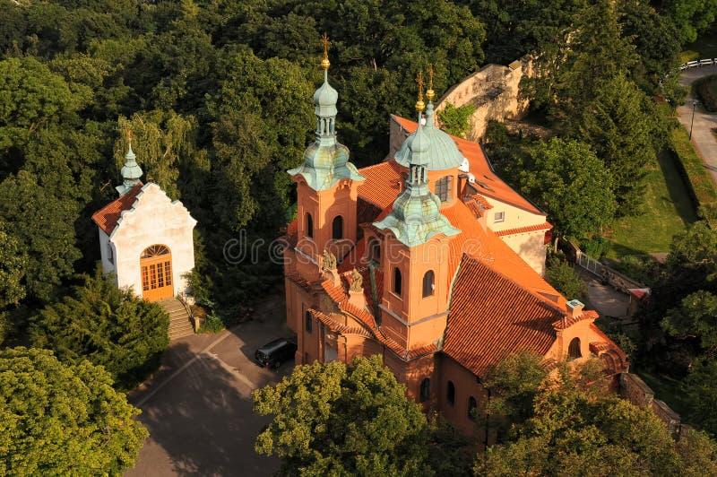 圣劳伦斯湾大教堂鸟瞰图在布拉格,捷克 库存照片